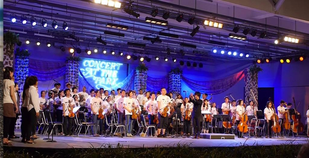 合唱入りの威風堂々。150人近くのオーケストラとなりました。